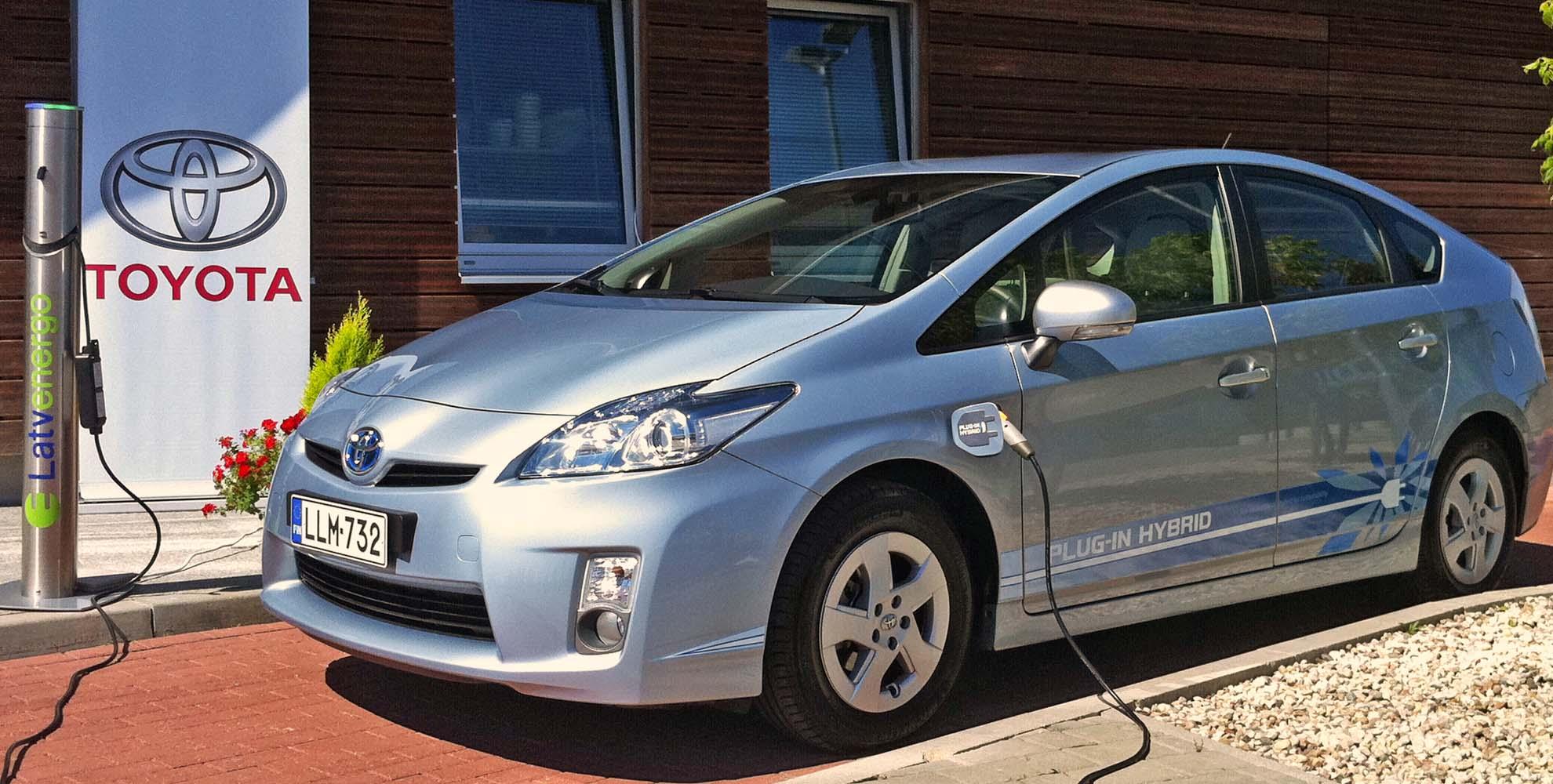 Toyota za darmo udostępnia swoje rozwiązania.